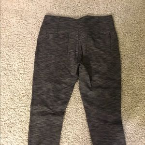 Athleta XL black verigated with 2 pockets in back